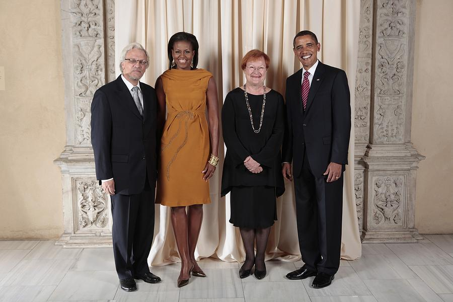 President And Michelle Obama Pose Photograph