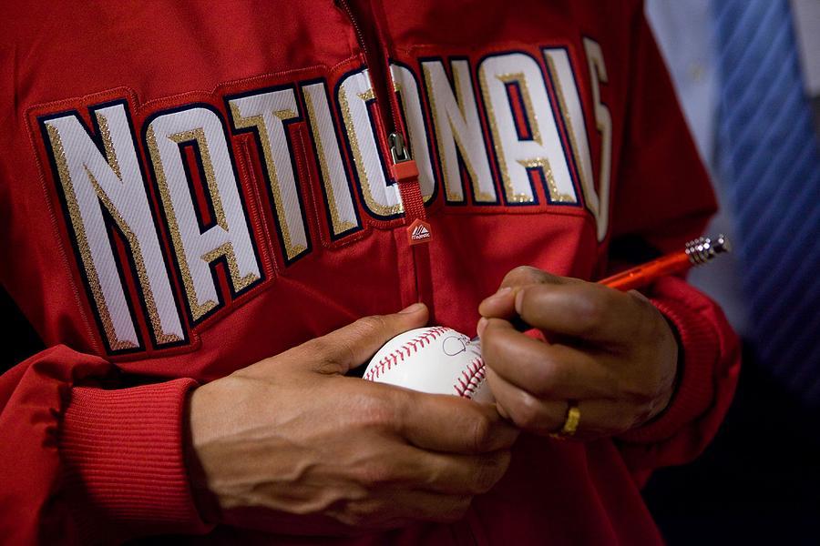 President Barack Obama Autographs Photograph