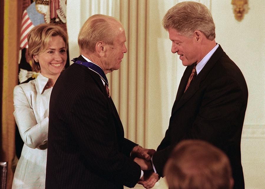 History Photograph - President Clinton Awards Former by Everett
