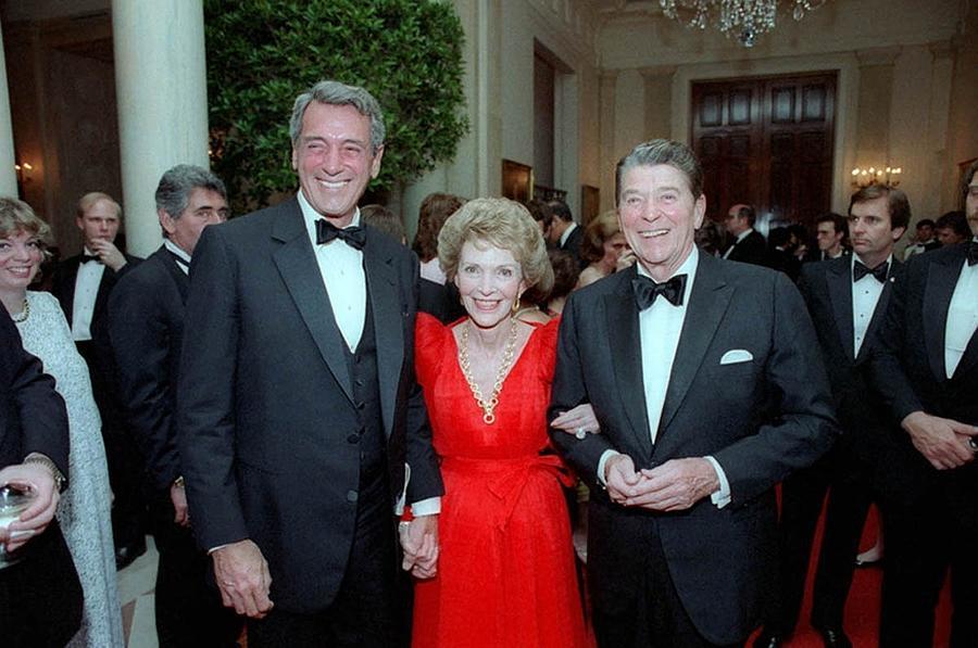 History Photograph - President Reagan And Nancy Reagan by Everett