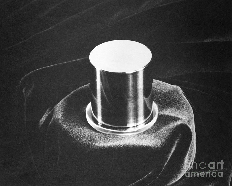 prototype kilogram no 20 by national bureau of standards. Black Bedroom Furniture Sets. Home Design Ideas