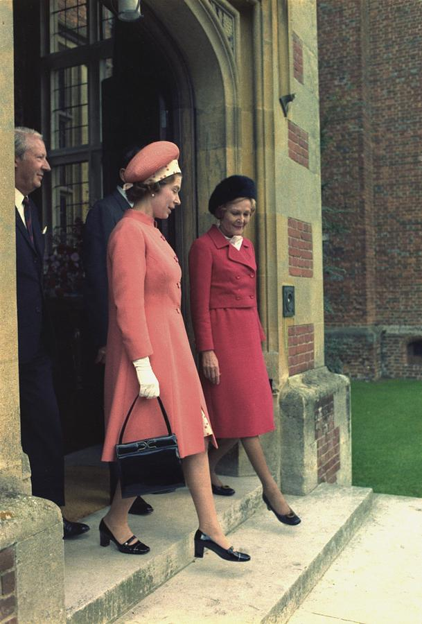 Queen Elizabeth And First Lady Pat Photograph