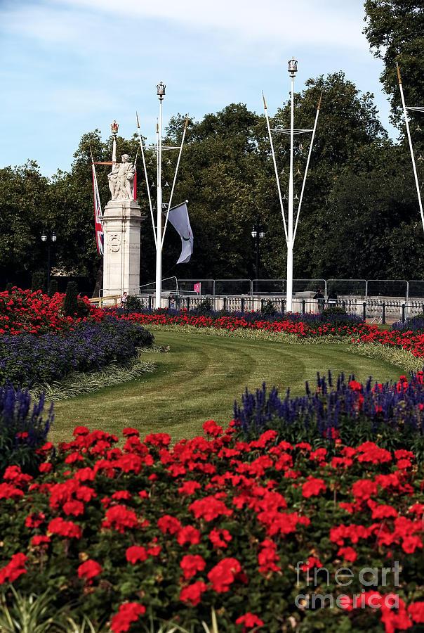 Queen Victoria Memorial Gardens By John Rizzuto