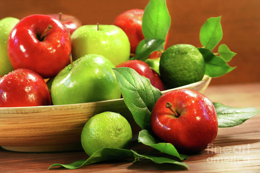 Agriculture Photograph - Red And Green Apples In A Bowl by Sandra Cunningham