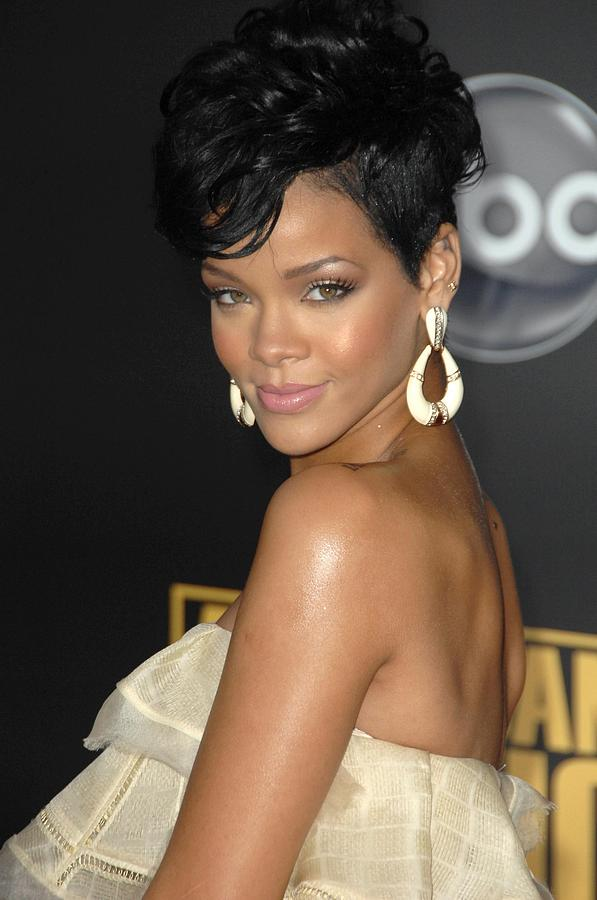 2008 American Music Awards - Arrivals Photograph - Rihanna At Arrivals For 2008 American by Everett
