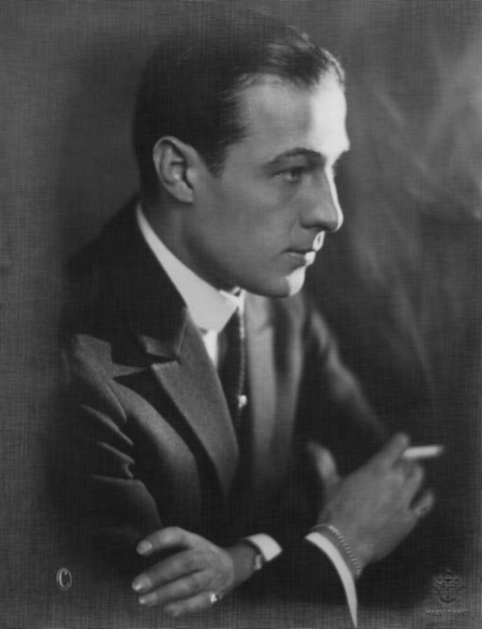 Rudolph Valentino 1920s Photograph By Everett