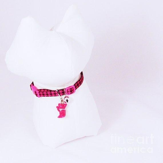 Safety Collar With Hand-sculpted Cat Charm In Hot Pink Jewelry