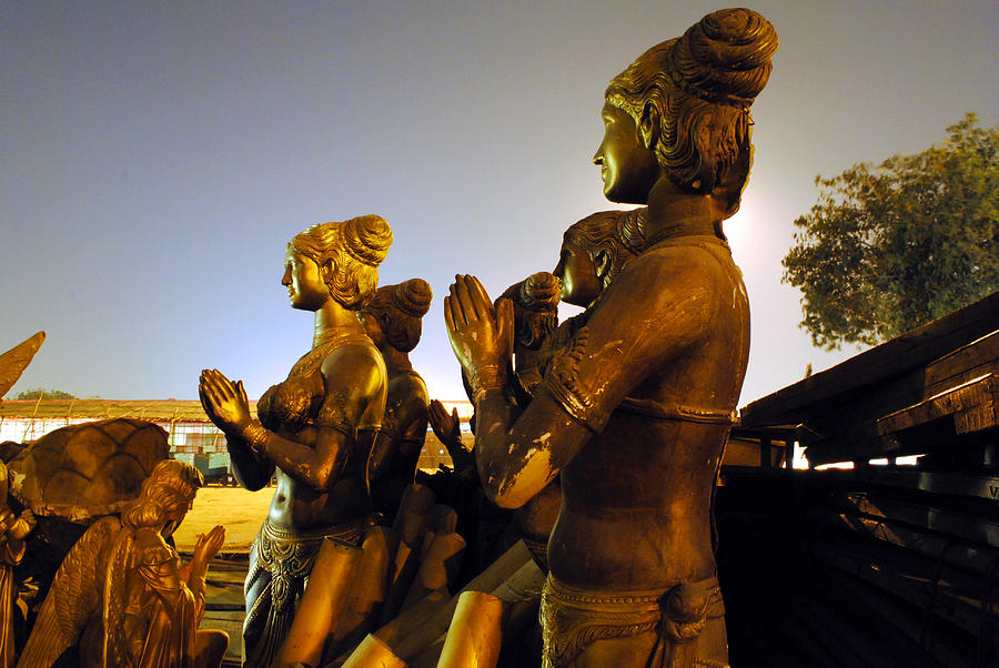Sculpture Photograph - Sculpture Of Women by Sumit Mehndiratta