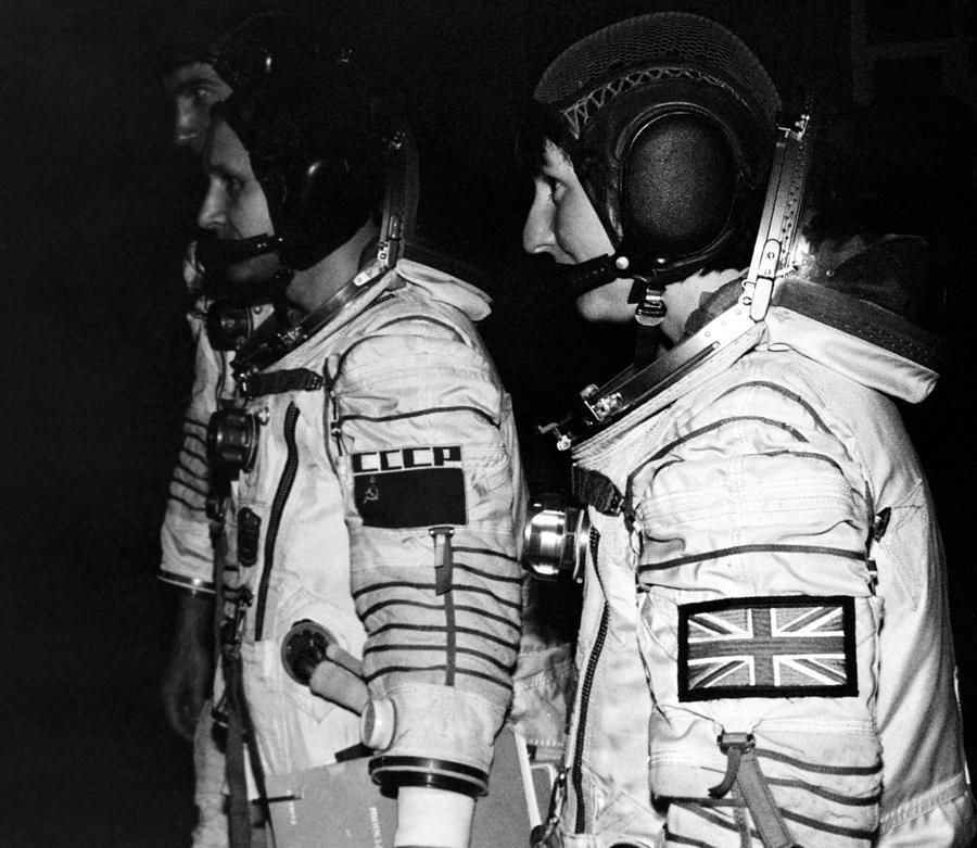 Soyuz-tm 12 Space Crew Photograph