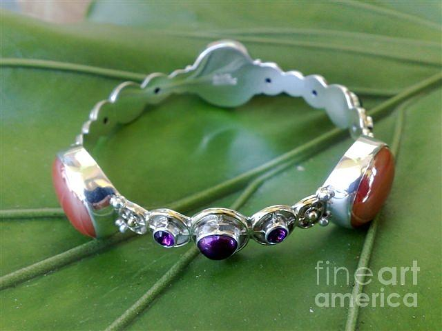 Ss Bangle With Iridescent Glass Gem Red Marbles Jewelry