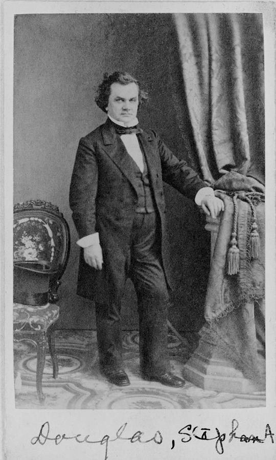 """a comparison of stephen a douglas and abraham lincoln The other lincoln-douglas debate the race issue in a comparative context1  as lincoln and stephen a douglas engaged in their senate contest, h  douglas predicted that """"abraham lincoln would kick them out, in the name of republicanism and anti-slavery"""" in his july 4 oration douglas."""