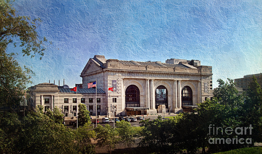 Sun Rising On Union Station In Kansas City Tv Photograph