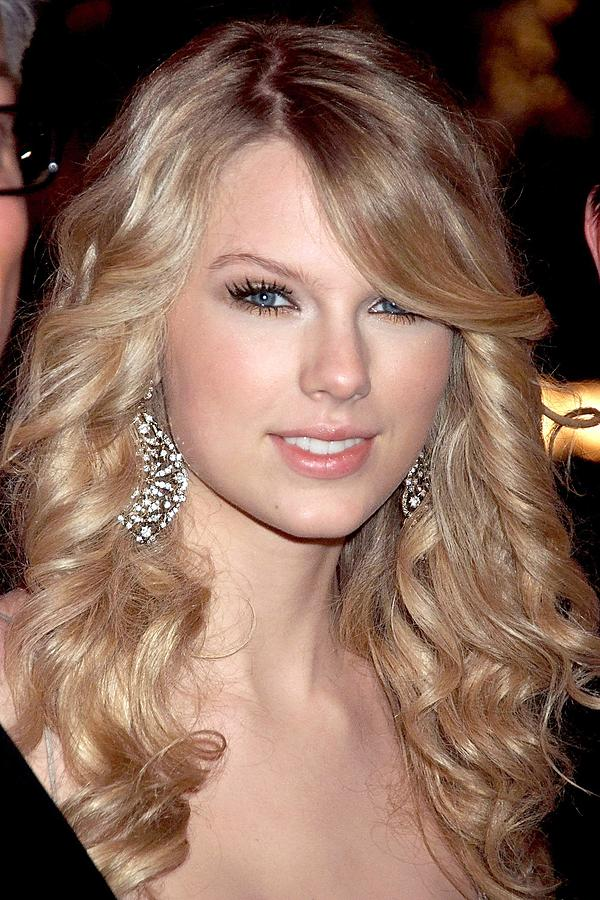 Taylor Swift At Arrivals Photograph