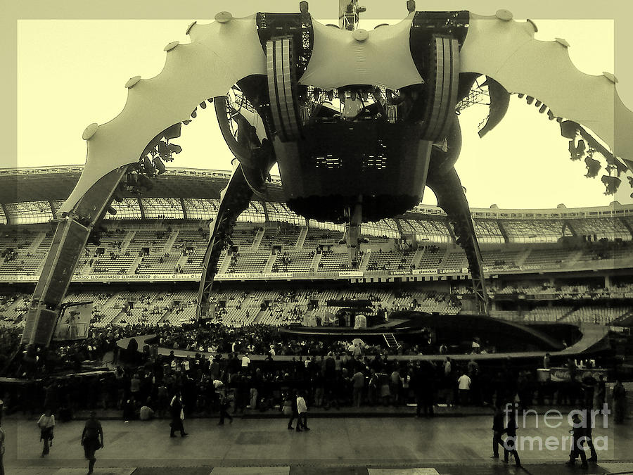 The Claw U2 Photograph