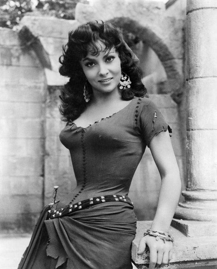 1950s Portraits Photograph - The Hunchback Of Notre Dame, Gina by Everett