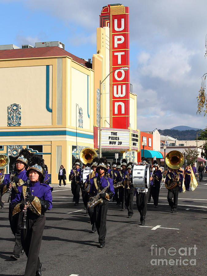 Theater Photograph - The Marching Band At The Uptown Theater In Napa California . 7d8925 by Wingsdomain Art and Photography