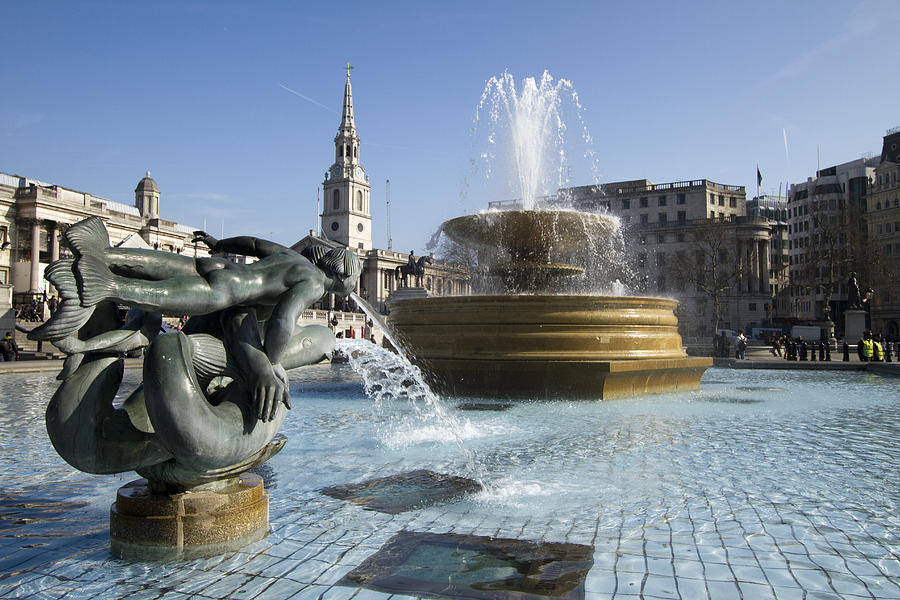 trafalgar-square-fountains-london-david-french.jpg (900×600)