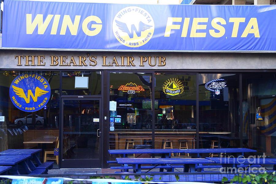 Uc Berkeley . Bears Lair Pub . 7d10165 Photograph