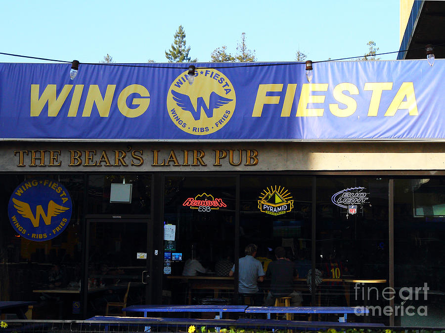 Uc Berkeley . Bears Lair Pub . 7d9980 Photograph