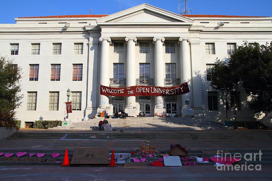 Uc Berkeley . Sproul Hall . Sproul Plaza . Occupy Uc Berkeley . 7d10017 Photograph