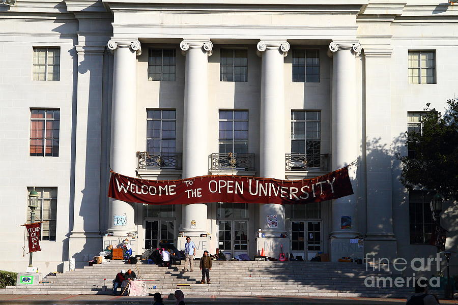 Uc Berkeley . Sproul Hall . Sproul Plaza . Occupy Uc Berkeley . 7d9991 Photograph