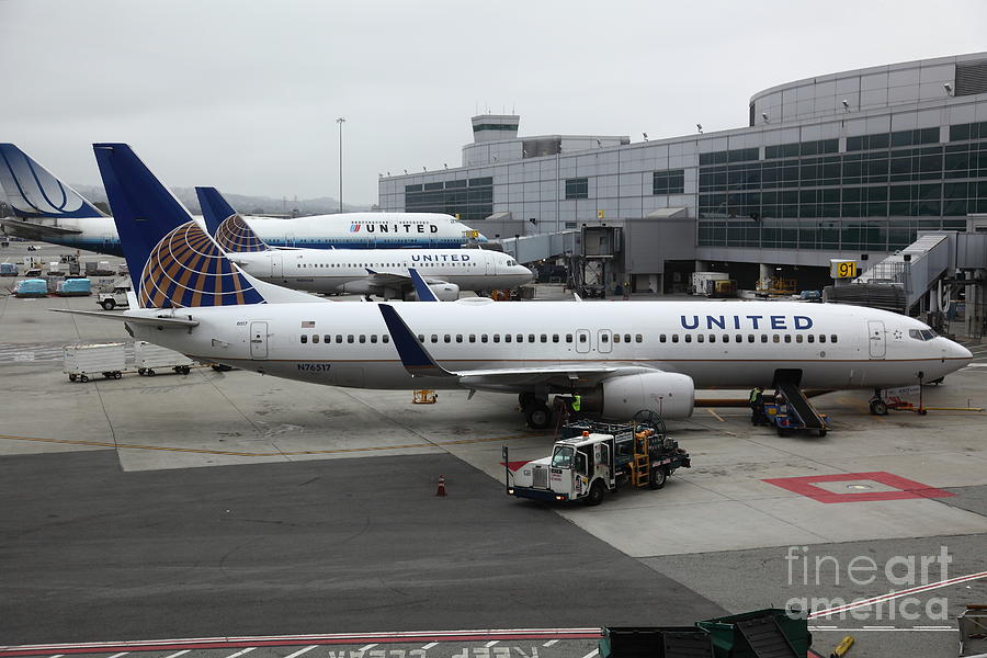 United Airlines At Foggy Sfo International Airport . 5d16937 Photograph