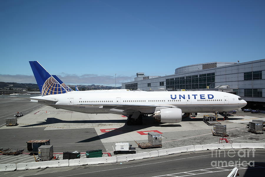 United Airlines Jet Airplane At San Francisco Sfo International Airport - 5d17107 Photograph