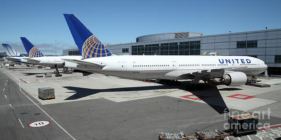 United Airlines Jet Airplane At San Francisco Sfo International Airport - 5d17112 Photograph