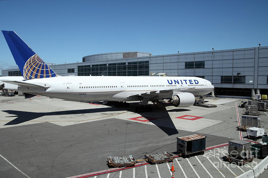 United Airlines Jet Airplane At San Francisco Sfo International Airport - 5d17114 Photograph  - United Airlines Jet Airplane At San Francisco Sfo International Airport - 5d17114 Fine Art Print