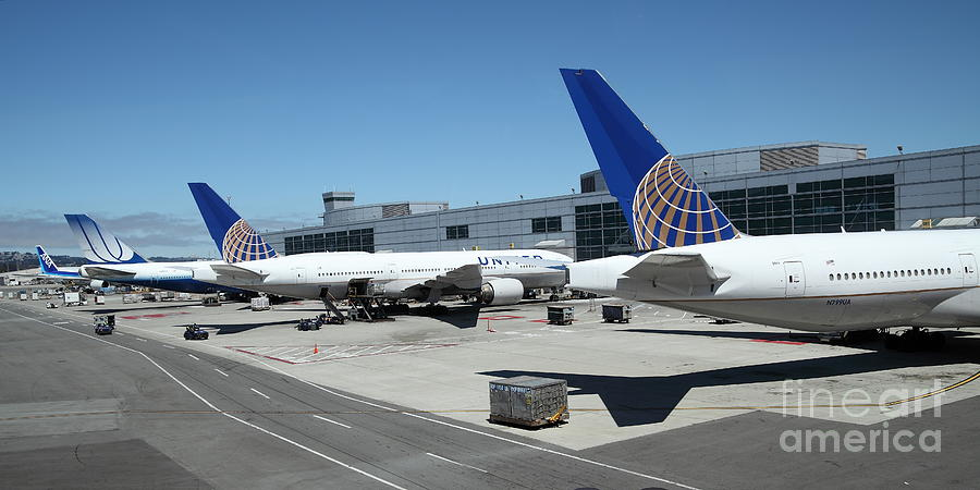 United Airlines Jet Airplane At San Francisco Sfo International Airport - 5d17116 Photograph