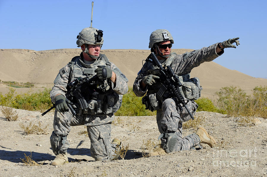 U.s. Army Soldiers Familiarize Photograph
