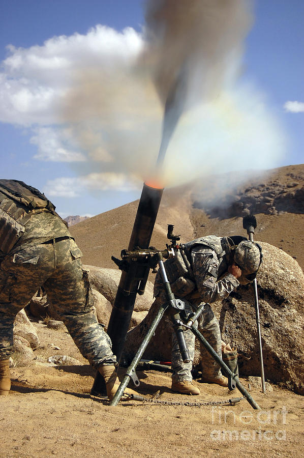Operation Enduring Freedom Photograph - U.s. Army Soldiers Firing A 120mm by Stocktrek Images