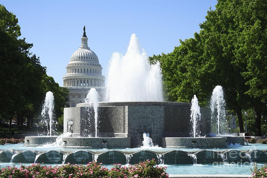 Us Capitol And Fountain With Watercolor Effects Digital Art