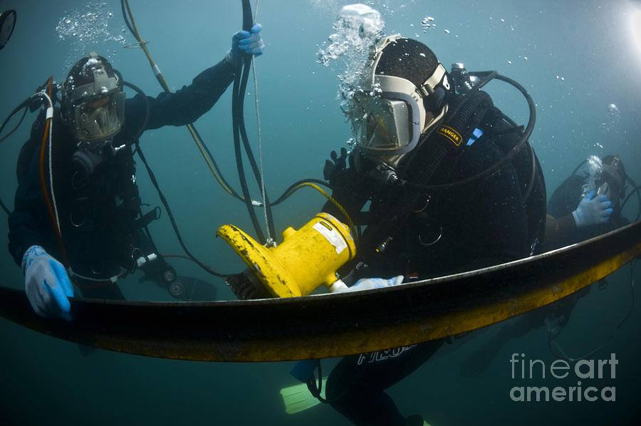 U.s. Navy Diver Instructs A Barbados Photograph
