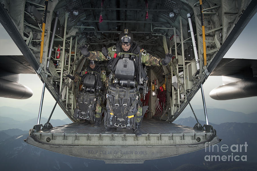 U s navy seals combat diver prepares by tom weber - Navy seal dive gear ...