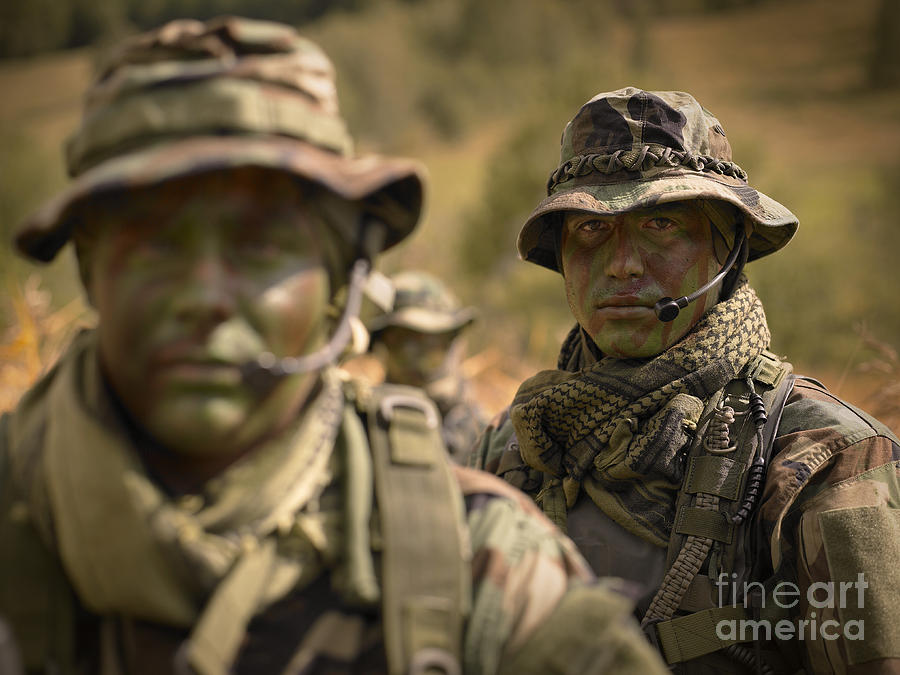 why dont seals special forces etc always wear helmets