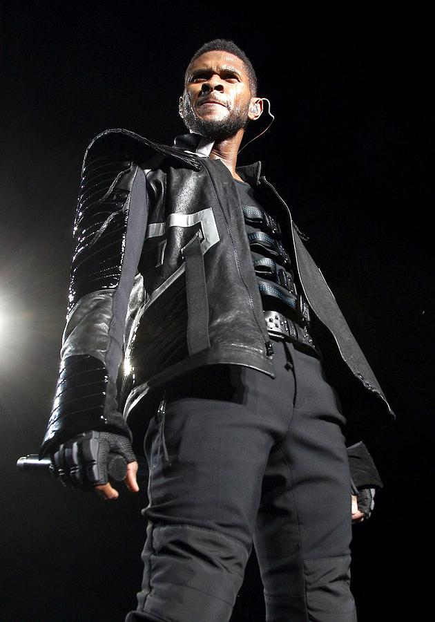 Usher On Stage For Usher In The Omg Photograph