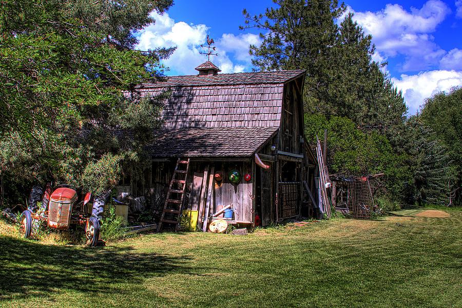 Vic Moores Barn Photograph