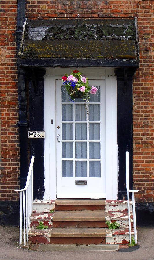 Door Photograph - Victoria House by Roberto Alamino