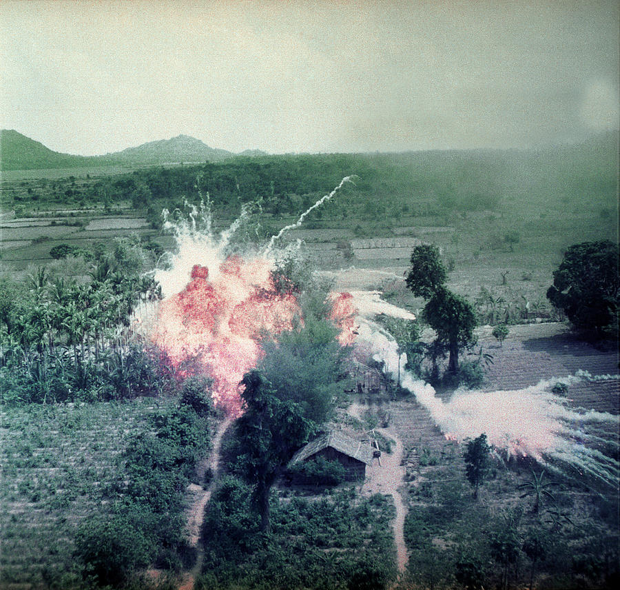 Почему америка напала на вьетнам