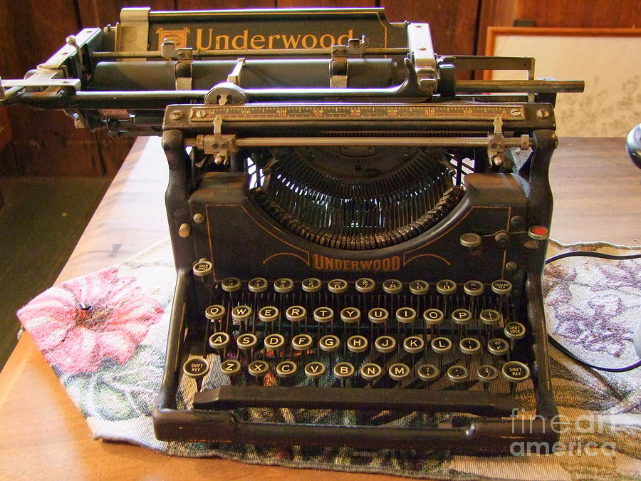 Vintage Typewriter For Sale 83