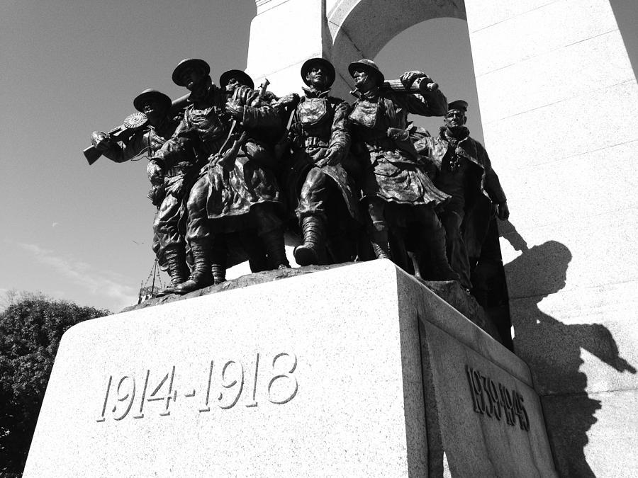 Hero Sculpture - War Memorial by Kevin Gilchrist