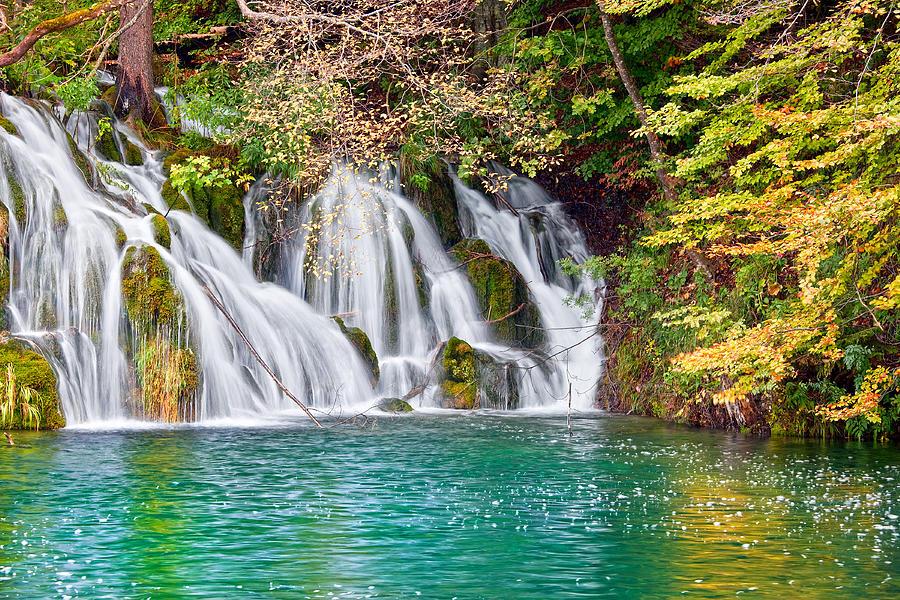 Waterfall autumn scenery photograph