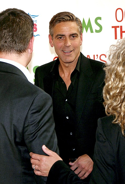 George Clooney At Arrivals For Oceans Print by Everett