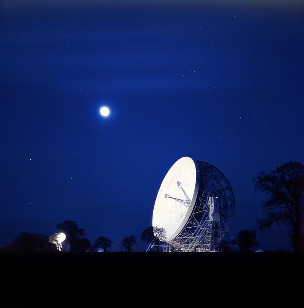 Jodrell Bank Observatory Print by Richard Kail