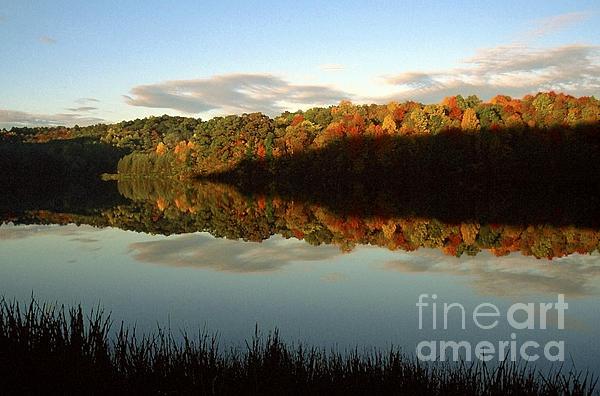 Thomas R Fletcher - Autumn Morning on the Lake