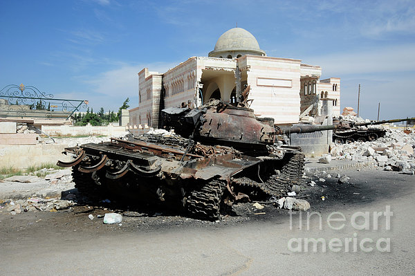 A Russian T-72 Main Battle Tank Print by Andrew Chittock