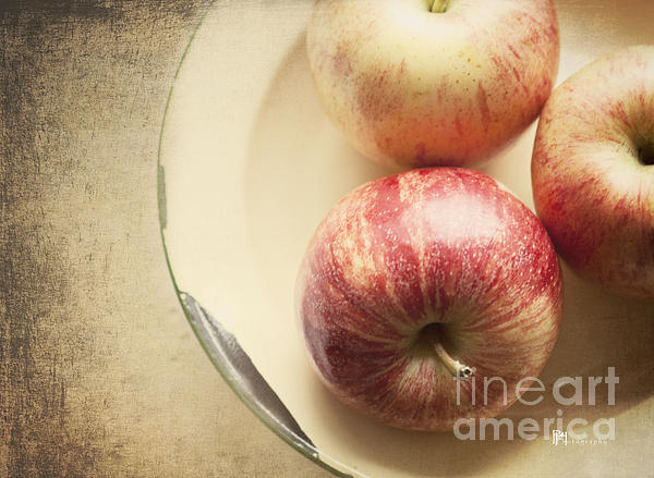 Pam  Holdsworth - 3 Apples