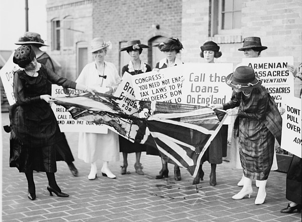 A Group Of Irish-american Women Tearing Print by Everett