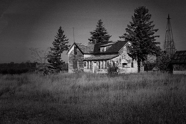 Abandoned Farm Print by Chuck De La Rosa